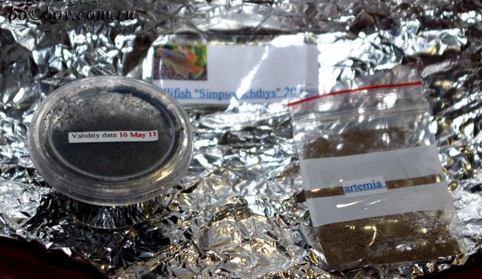 баночкаc икра и пакет с  яйцами артемии